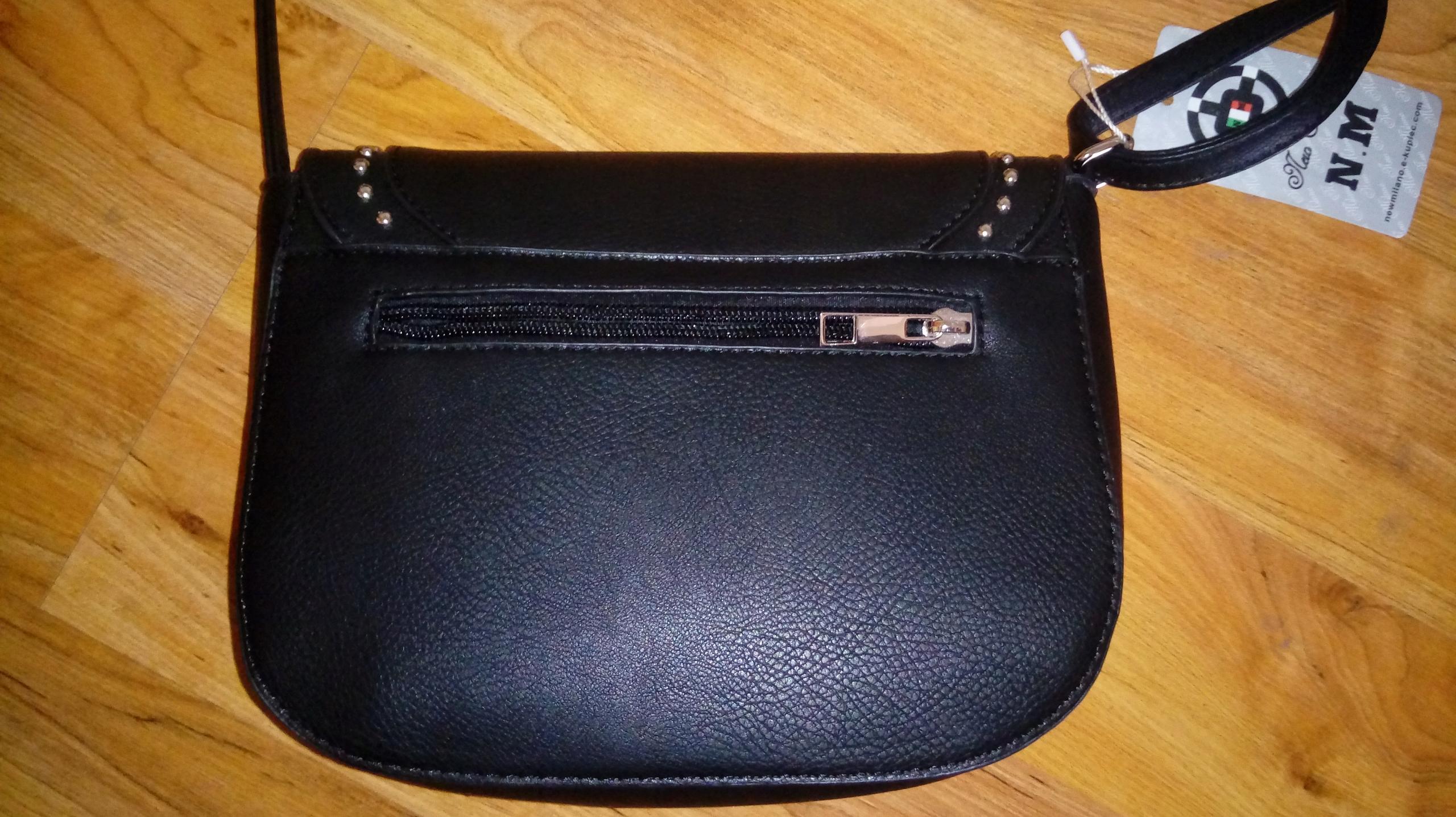 bfbe8f6316207 Czarna torebka listonoszka z ćwiekami