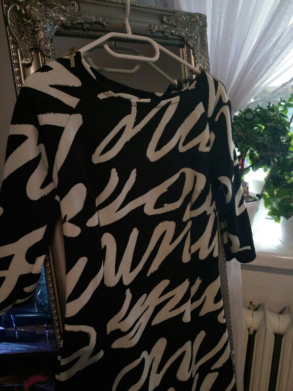 8aa5022a74 czarno biała sukienka wzory napisy grafitti - 7141044632 - oficjalne ...