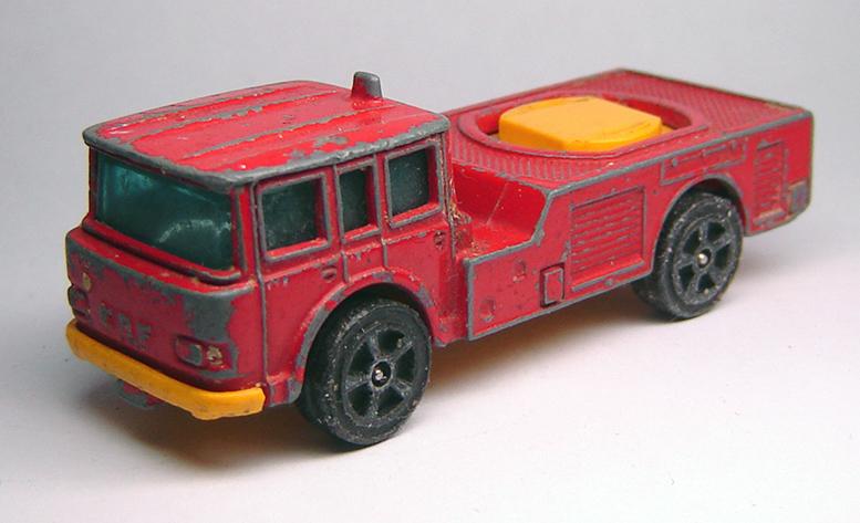 CORGI  SIMON SNORKEL FIRE ENGINE              (m)