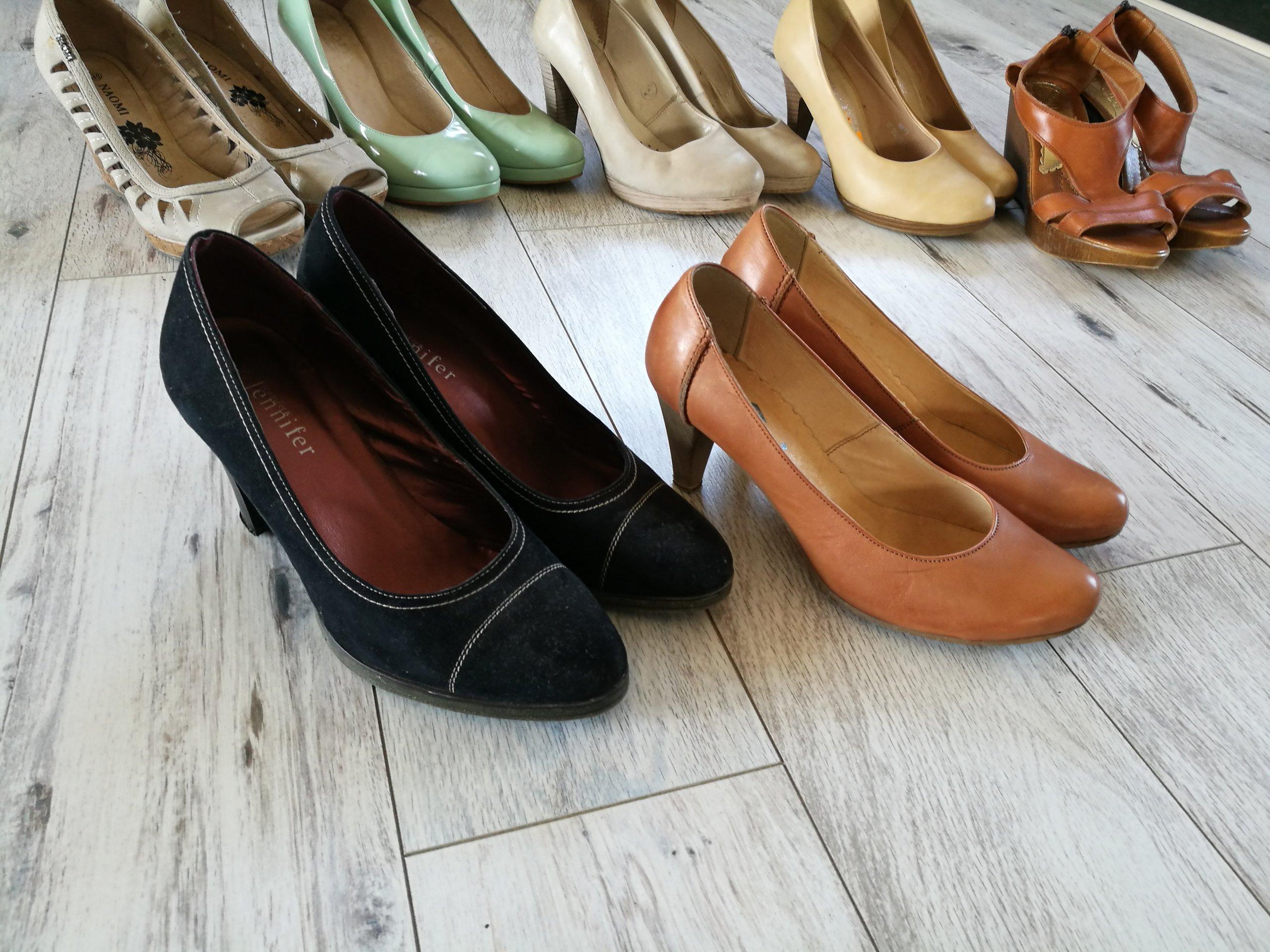 dwie pary_skórzane wygodne buty n obcasie_camel_40