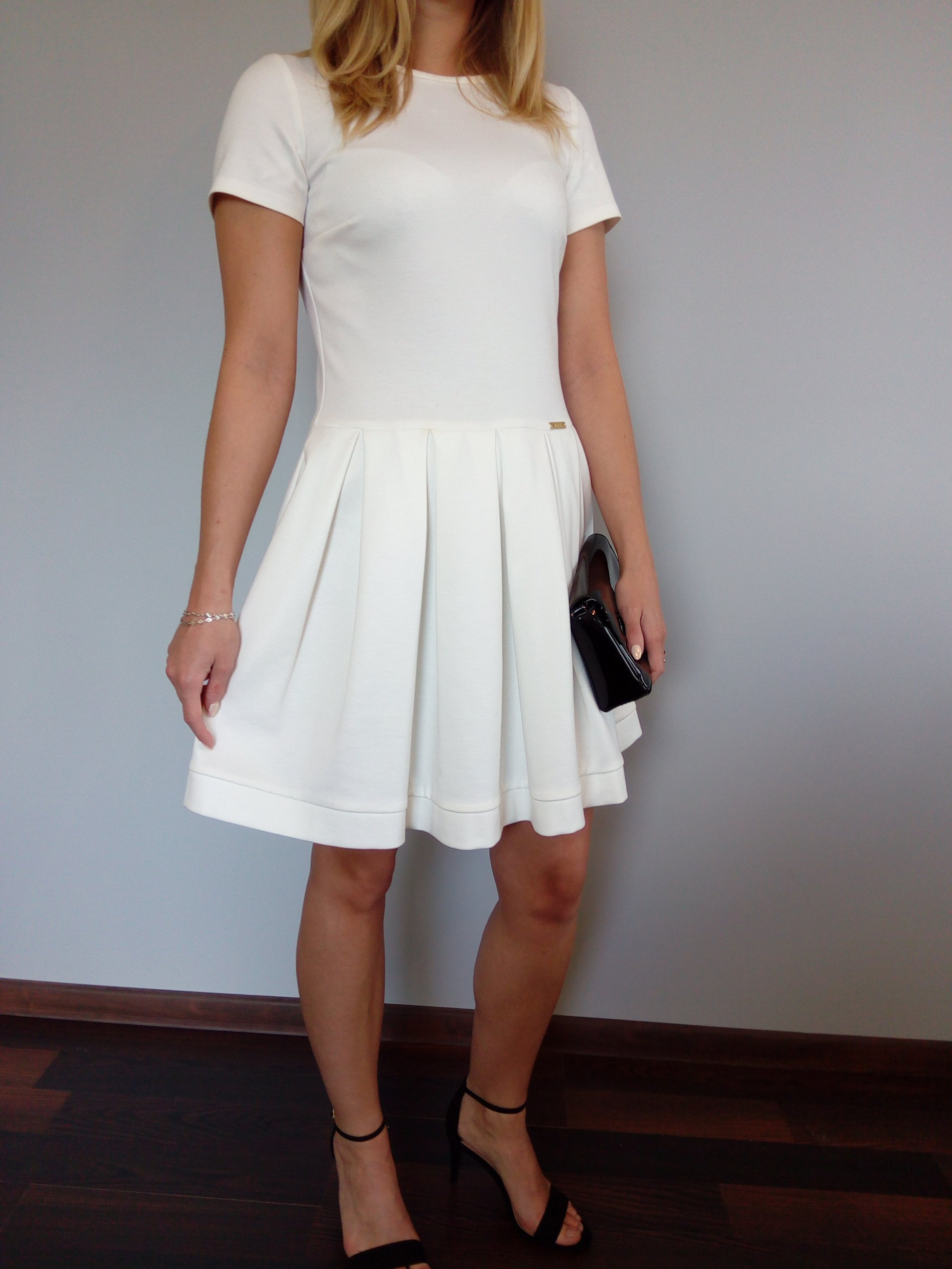 aa598f6def Sukienka biała