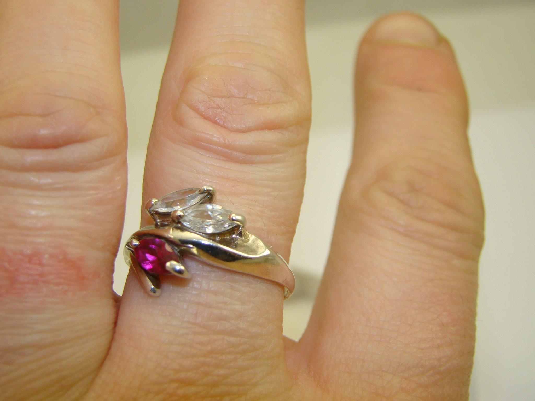 Pierścionek rubin i cyrkonia  srebro pr0,925 34zł