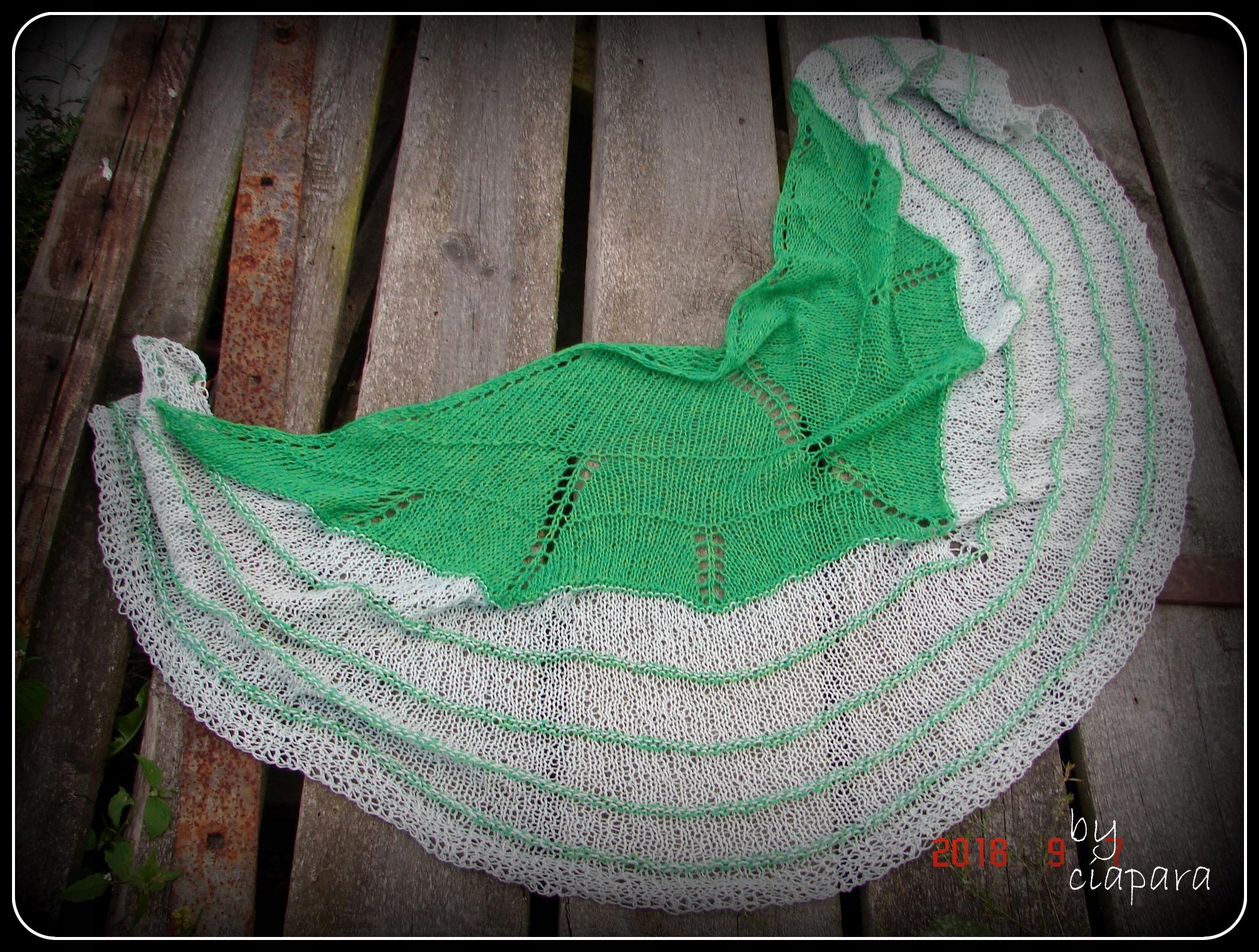 chusta na drutach rękodzieło zielona szara