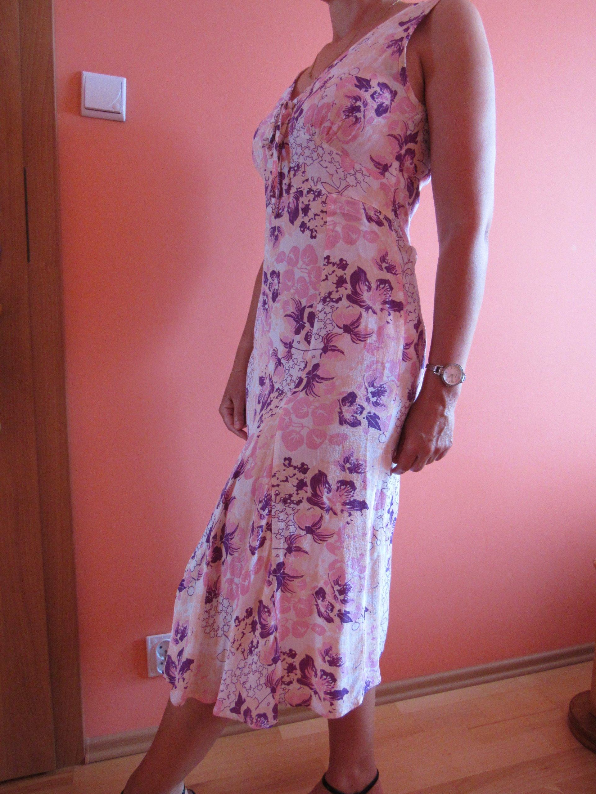 fe19cacf96 Sukienka w kwiaty
