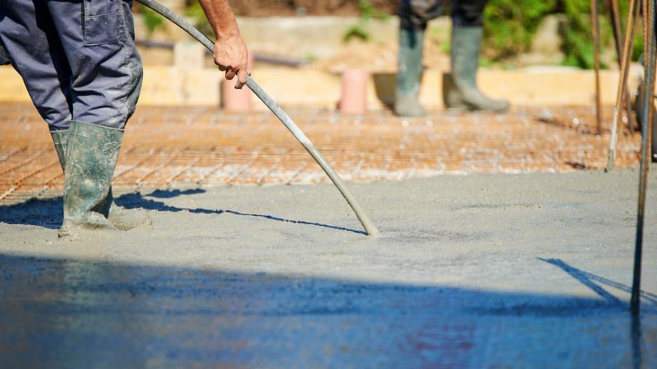 Przegląd wibratorów do betonu – jaki model wybrać?