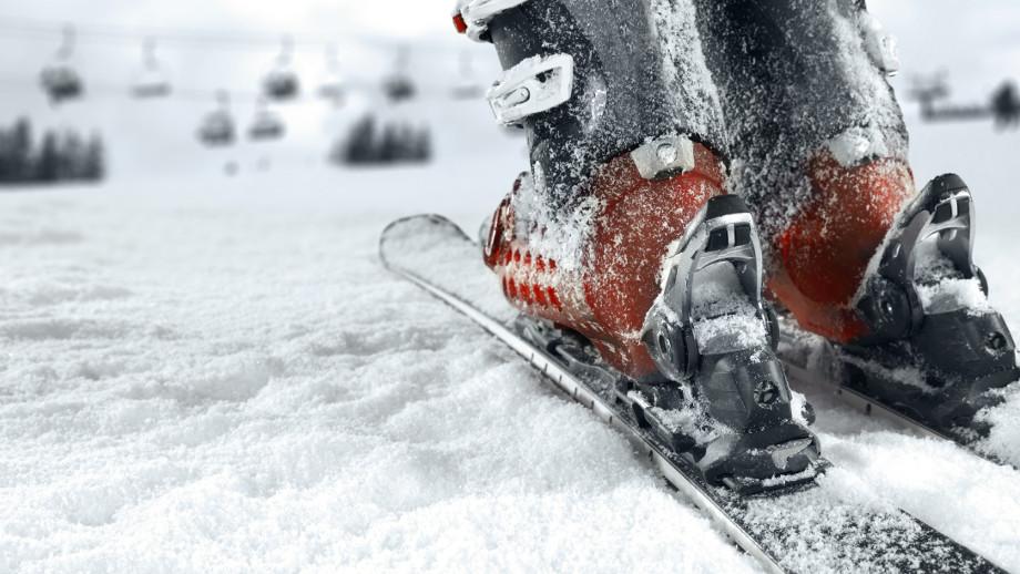 Buty narciarskie – jak profesjonalnie dopasować je do stopy?