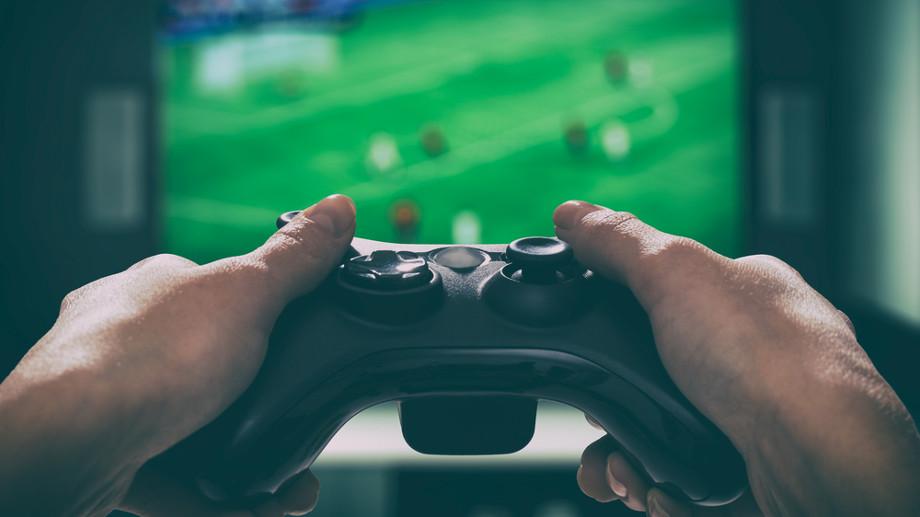Jak lepiej grać – na telewizorze czy monitorze?