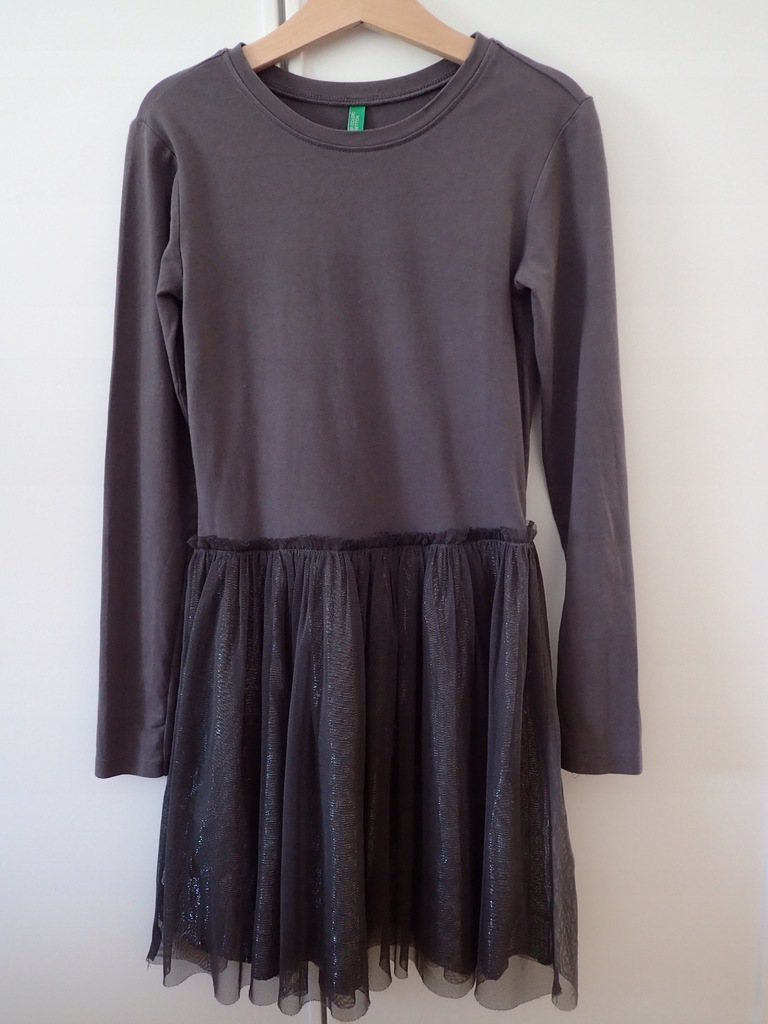 Benetton jesienno-zimowa sukienka z tiulem 140 cm