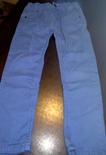 Ładne niebieskie spodnie dla chłopca 110