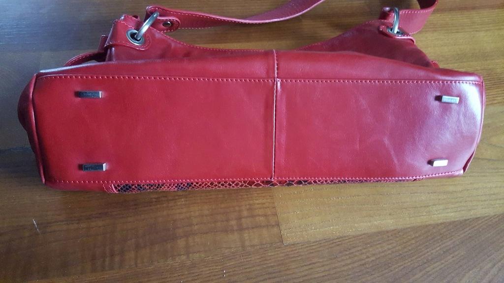 Kazar torebka czerwona z wzorem skóry węża