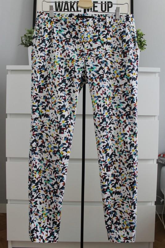 spodnie zara ze wzorem geometrycznym eleganckie