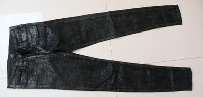 zara czarne powlekane spodnie